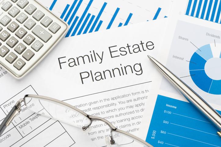 Family-Estate-planning-document-175427818_728x484